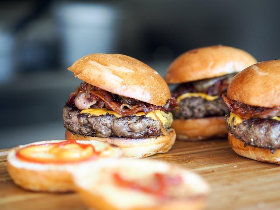 burger miniburger mini slider cheddar cheese bacon