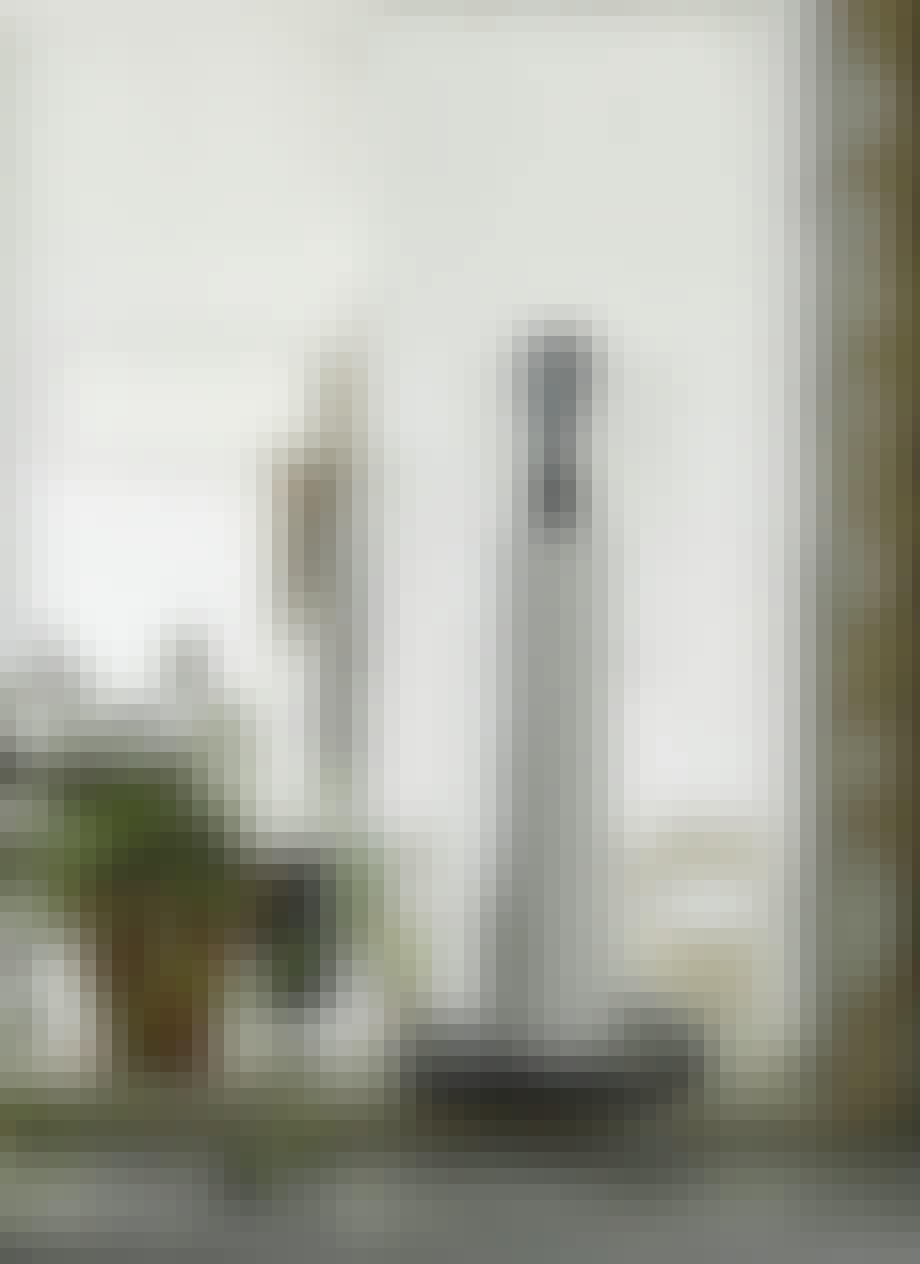 Køkkenrulleholder i træ med læderrem