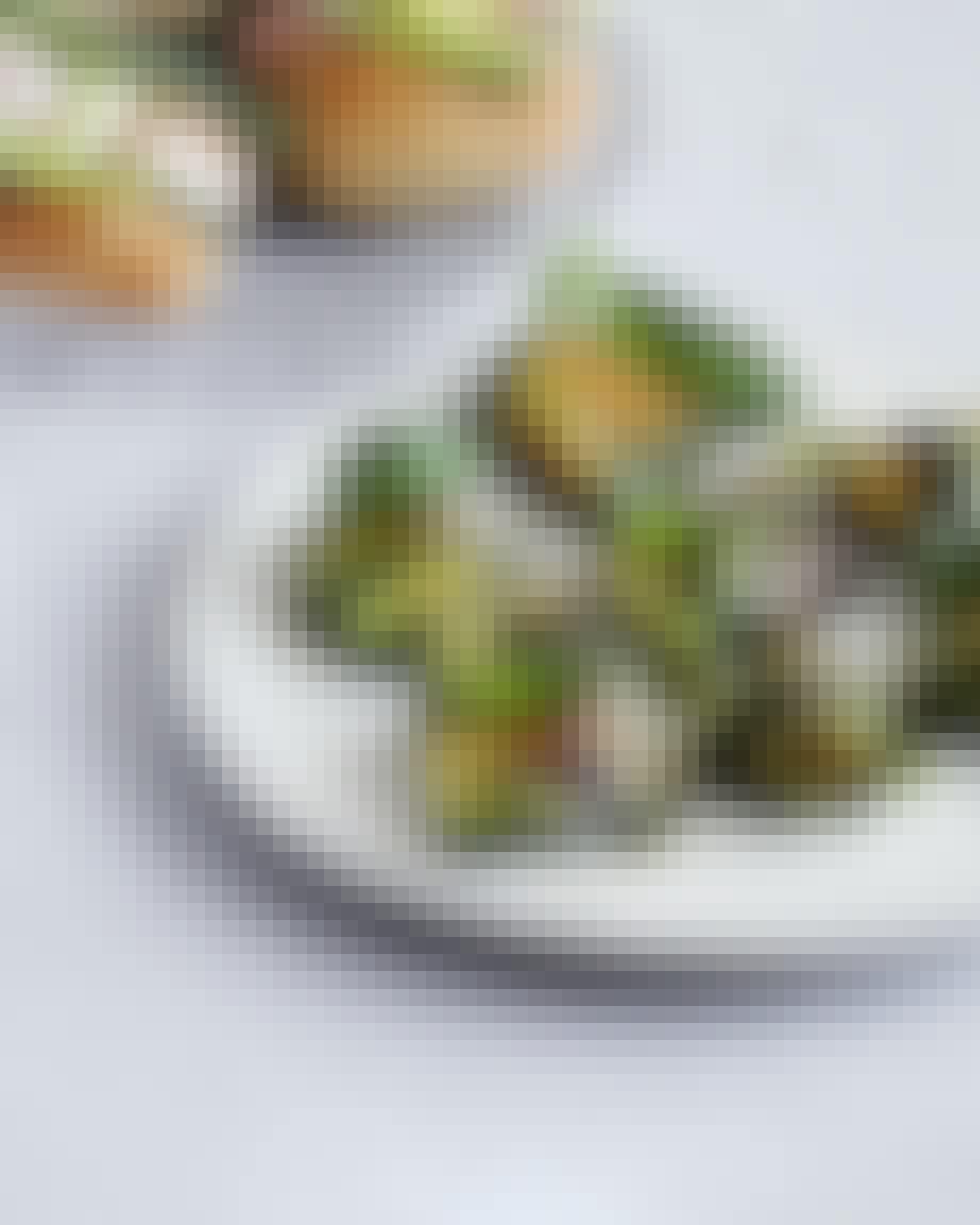 Små grillede squash-pakker med ost & pesto