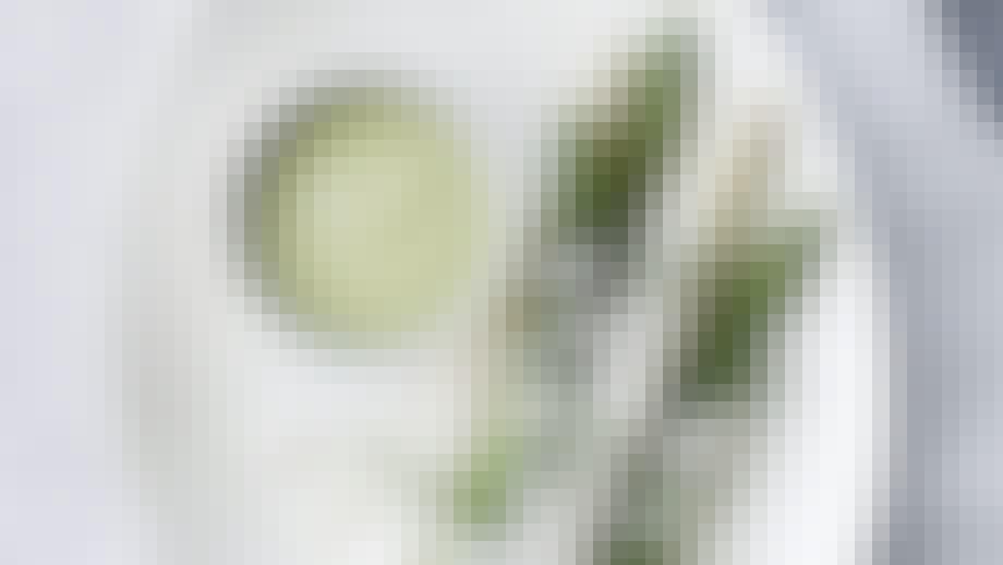 nem forret avocado suppe med asparges