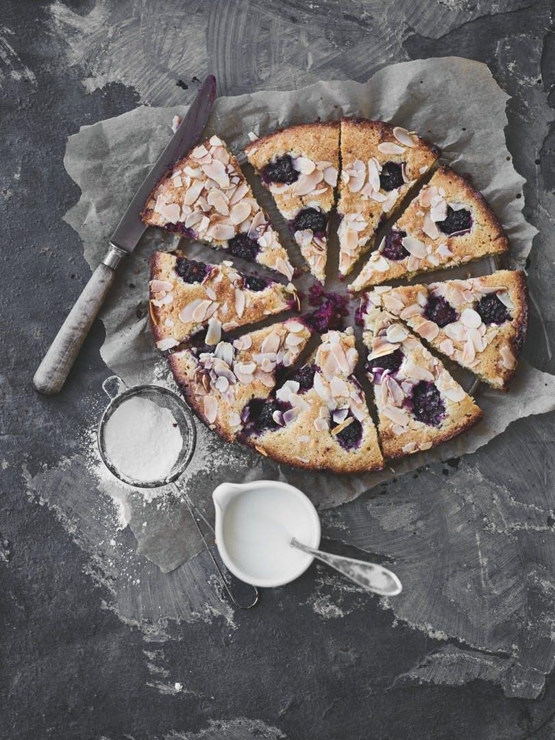 Brombær-tærte med hvid chokolade