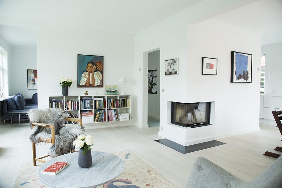 stue sofa indretning pejs kamin