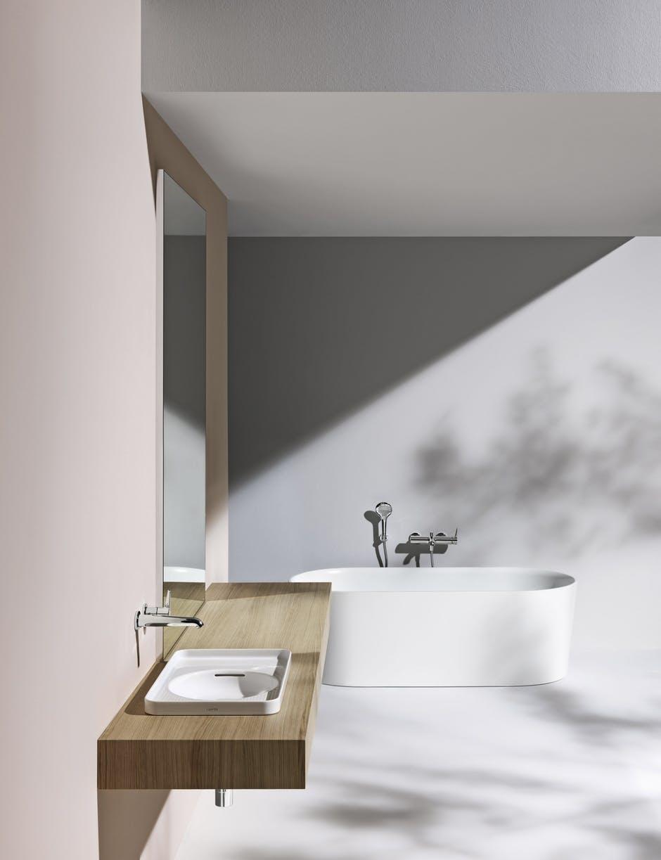 Laufen badeværelse vask badekar spejl