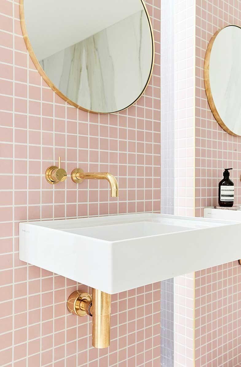 badeværelse lyserødt klinker