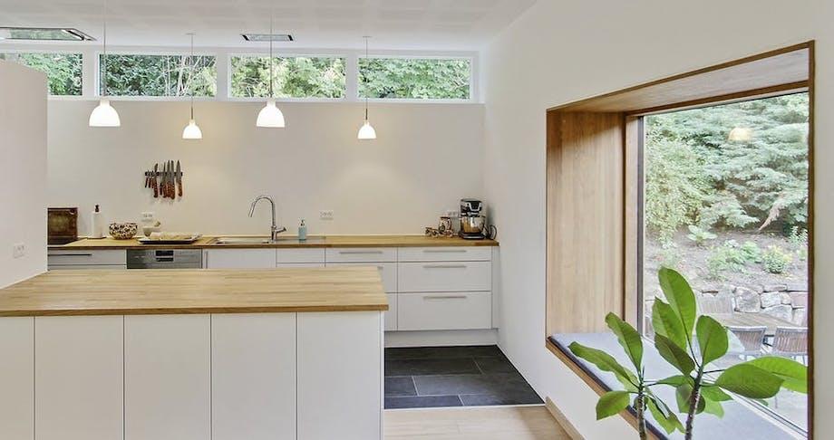 køkken indretning køkkenalrum hvid eg træ