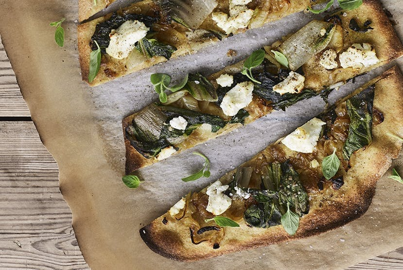 pizza hjemmelavet ricotta ost karamelliserede løg