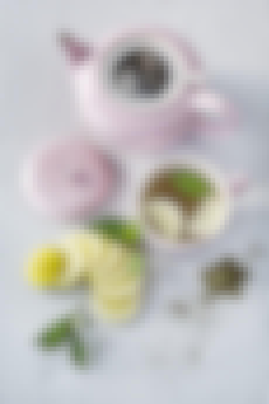 """Tekande med si (1,3 l.) fra Le Creuset i """"chiffon pink"""". Vejledende pris: 469,95 kr."""