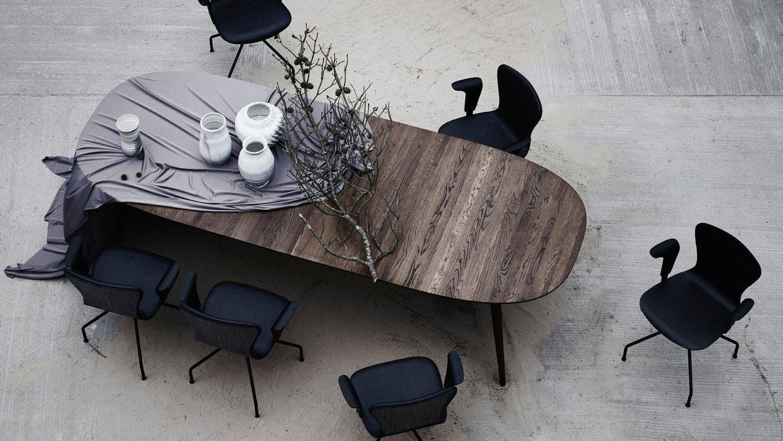 Bruunmunch Spisebord i i mørk eg