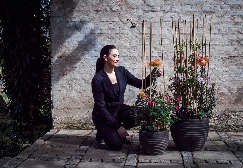 Annette Von Einem styler blomsterkrukker til terassen