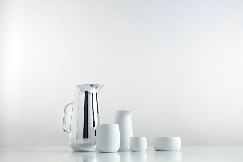 Termokanden fås både som almindelig termokande og som stempel-termokande. Hertil fås termokopper, sukkerskål og mælkekande i rustfrit stål og porcelæn.