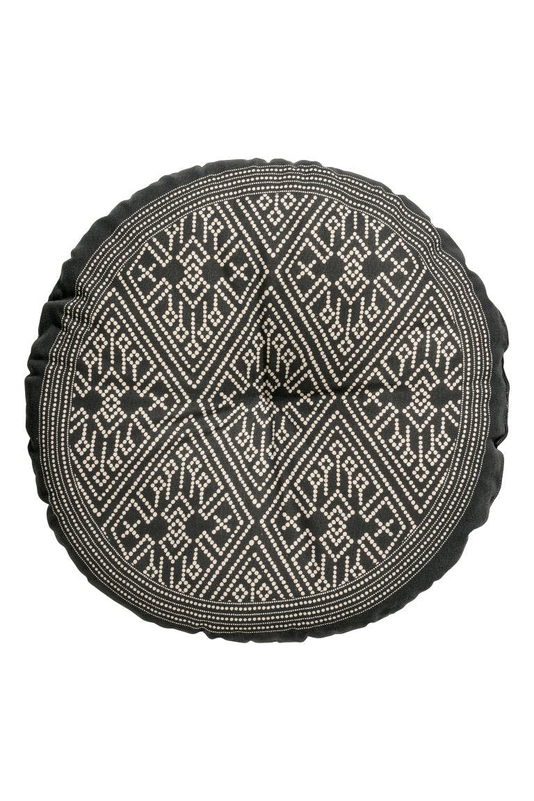 rund pude med mønster h&m home