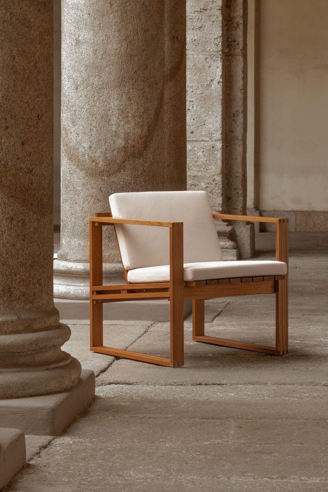 En af Bodil Kjærs ude-inde-møbler fra Carl Hansen & Søn.