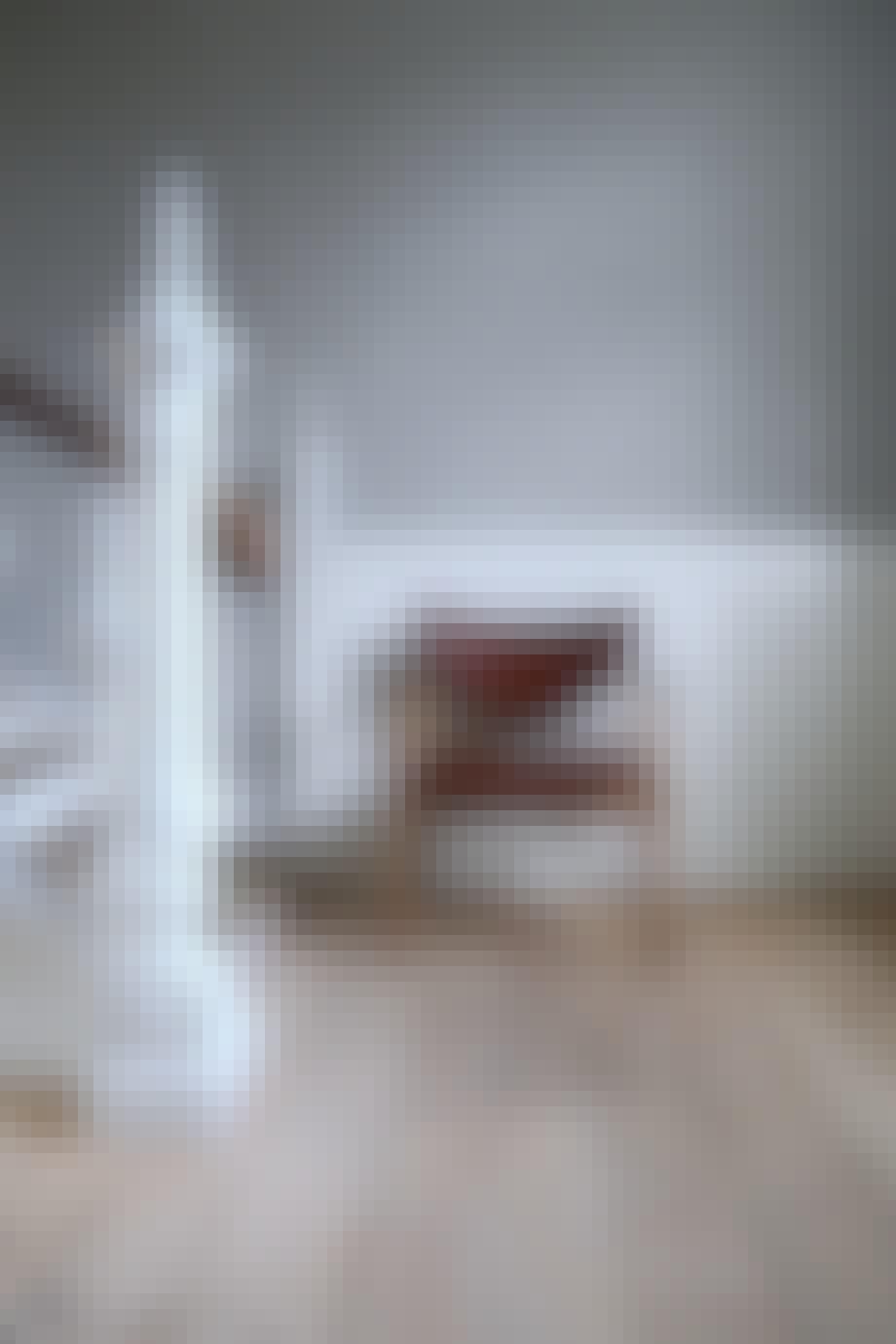 """48 Stol"" (1948). Materialer:Stel i teak/eg, valnød. Polstring i stof eller læder. Mål: B 69 cm x D 63 cm x H 80 cm. Vejl. pris: Fra 29.826 kr."