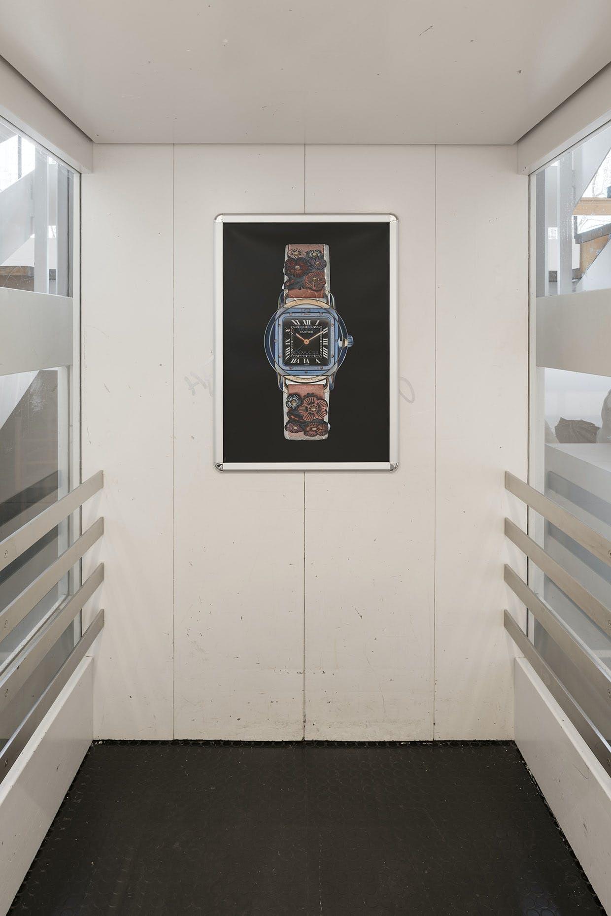 "Installation med plakat af David Stjernholm: ""Ten Ten""."