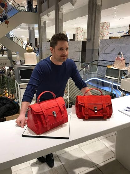 Kan du se forskel på den rigtige taske og kage-tasken?