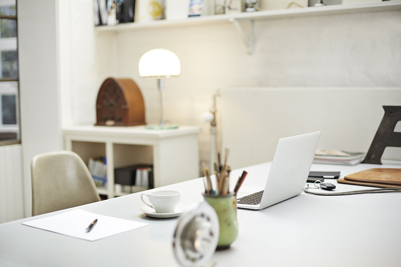 hjemmekontor laptop indretningstips boligbloggen