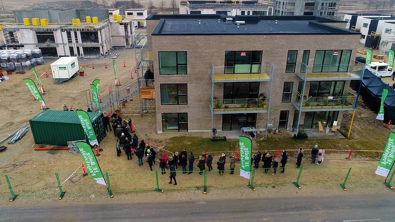 """4000 mennesker lagde vejen forbi Hedehusene for at opleve lejlighederne fra Danmarks største boligkonkurrence – tv-programmet """"Nybyggerne"""""""