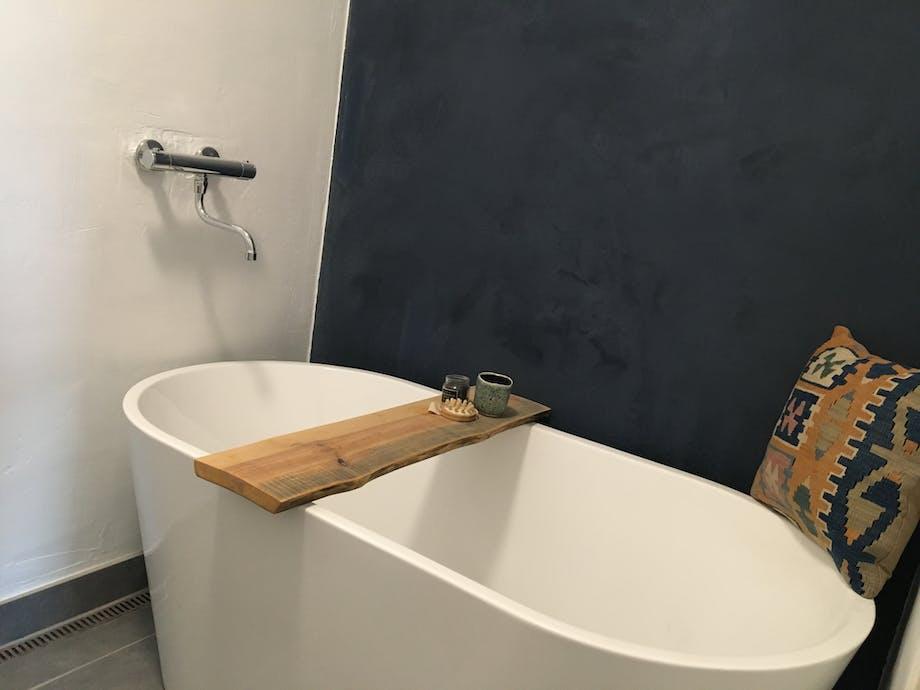 Nybyggerne badeværelse toilet badekar Charlotte & Fredrik