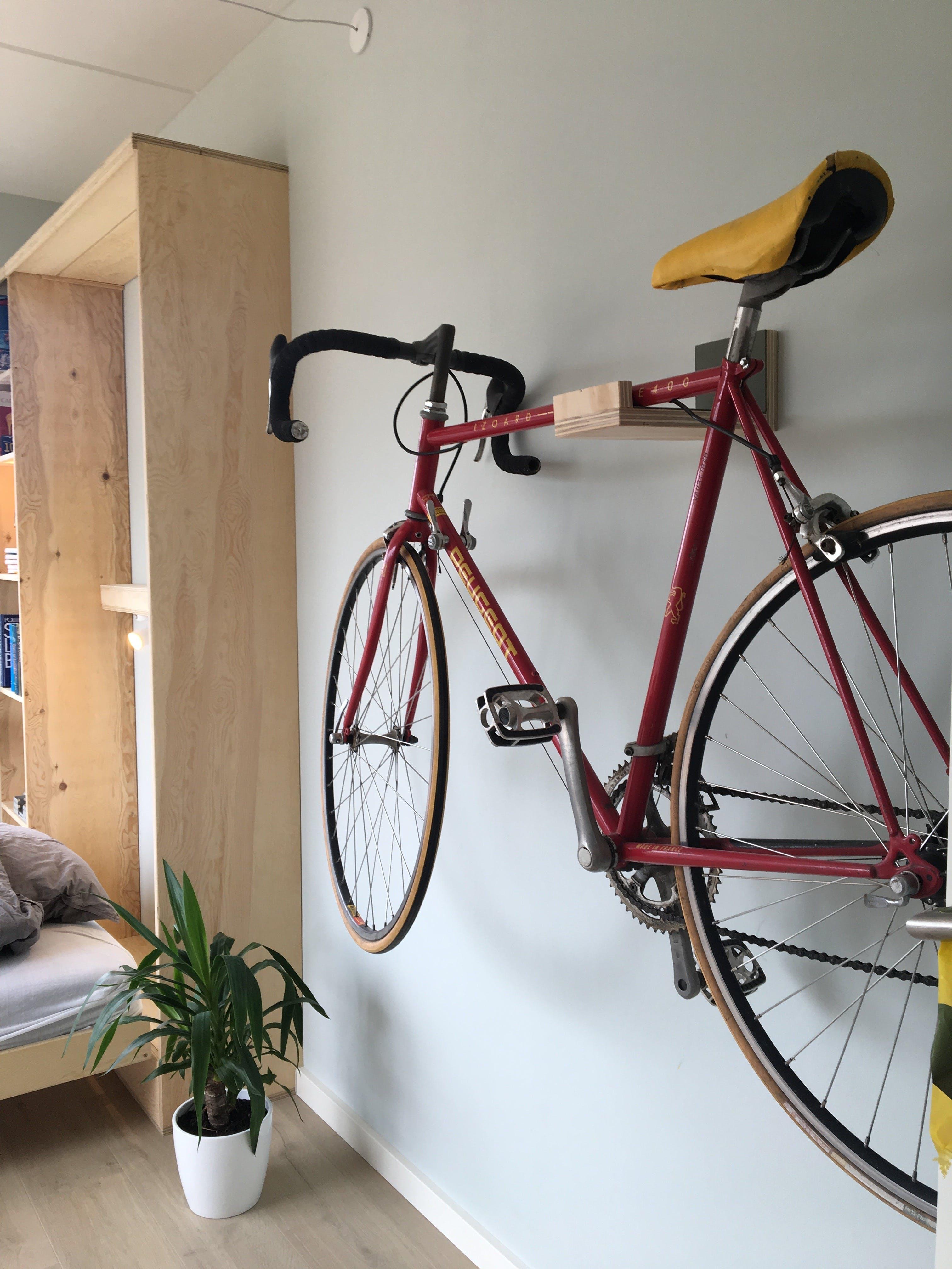 Nybyggerne gæsteværelse cykel cykelophæng Maria & Kristian