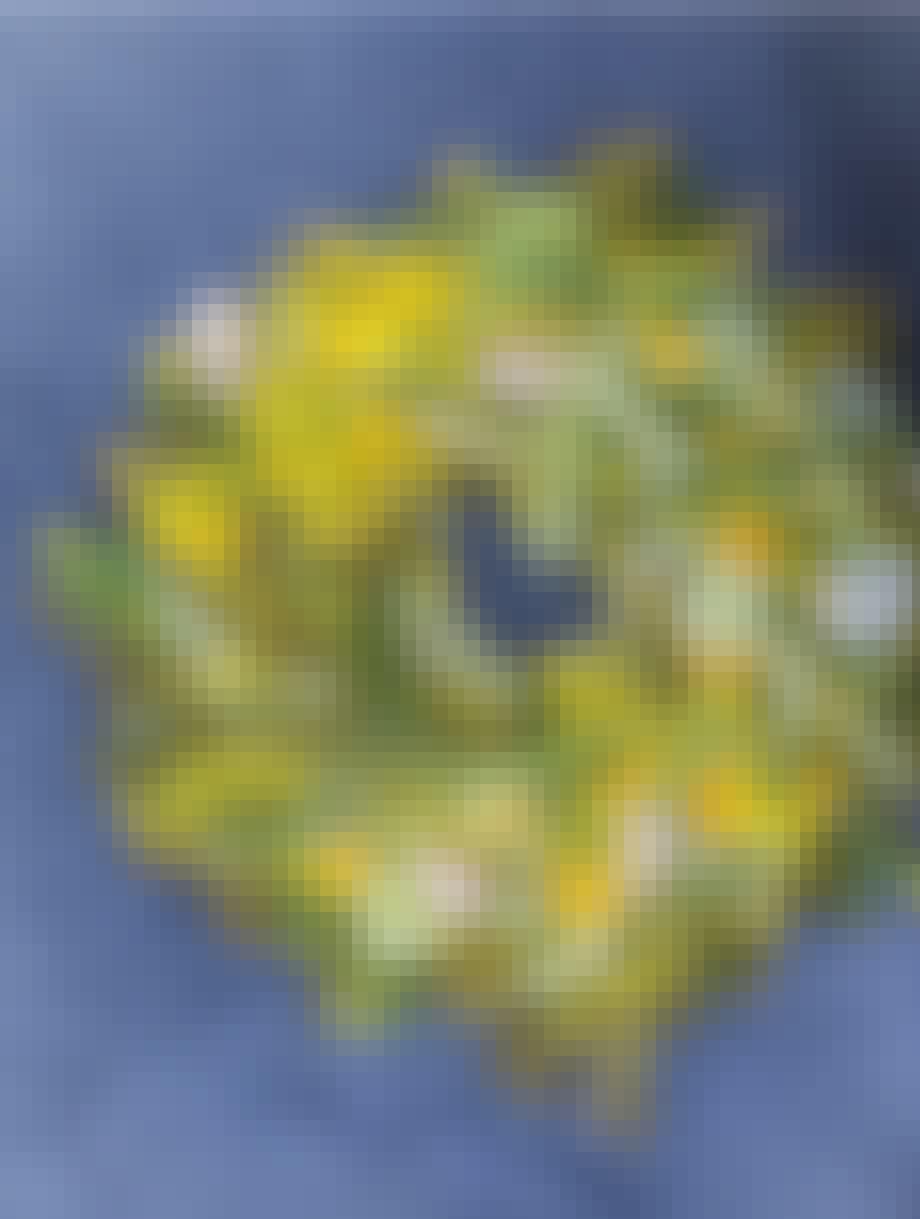 blomster eller blomsterdekoration eller blomsterkrans af annette von einem