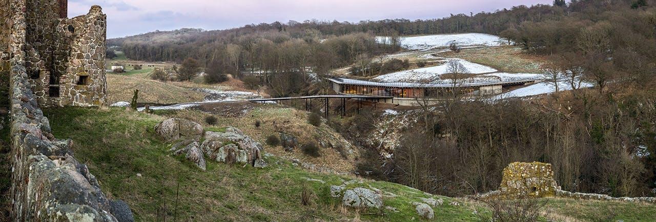 bornholm og hammershus har fået et nyt besøgscenter tegnet af architema architects