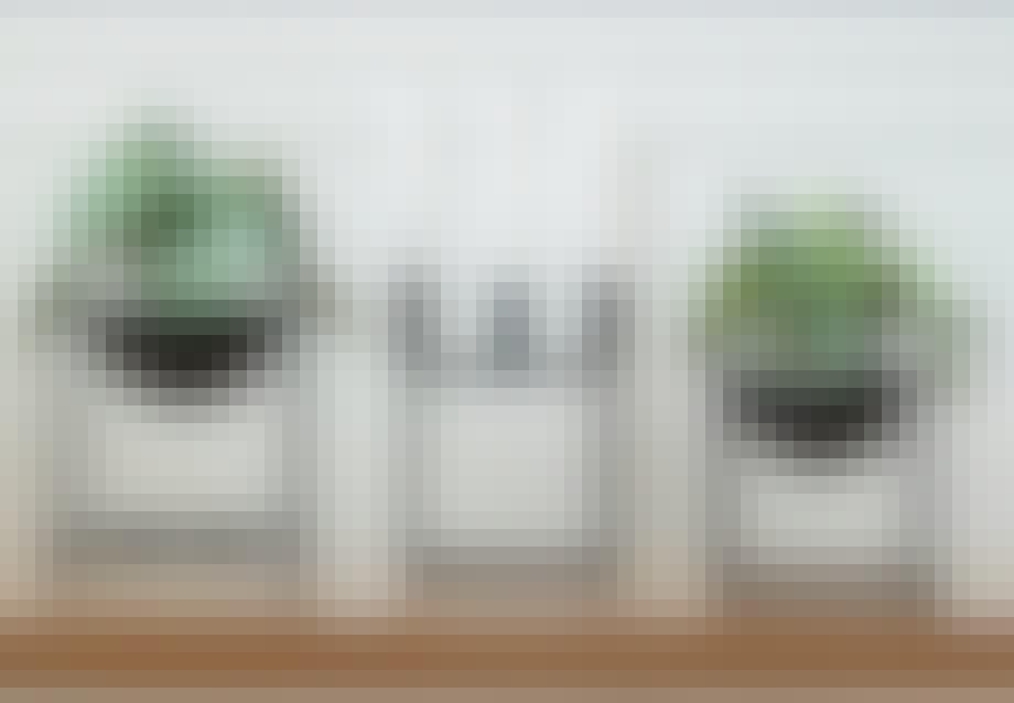 """Fra venstre: planteskål fra Coop. By Lassen """"Kubus 4"""" og By Lassen """"Kubus Bowl""""."""