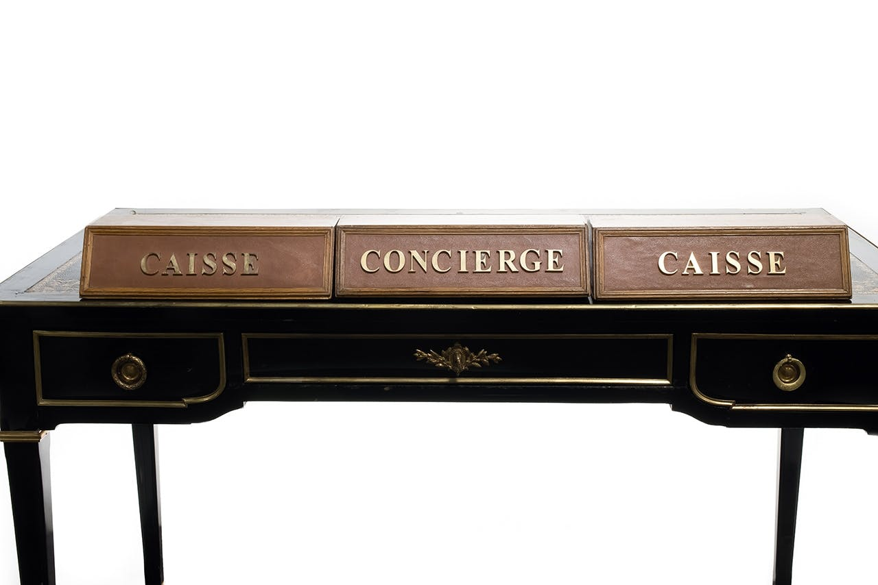 auktion paris hotel ritz skrivebord concierge