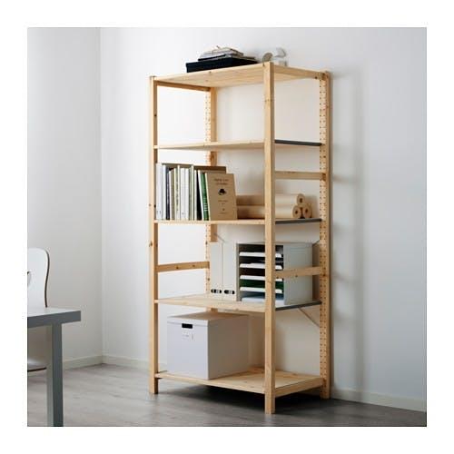 Det første Ikea-møbel i Ivar-serien – reol i lyst fyrretræ. 665 kr.