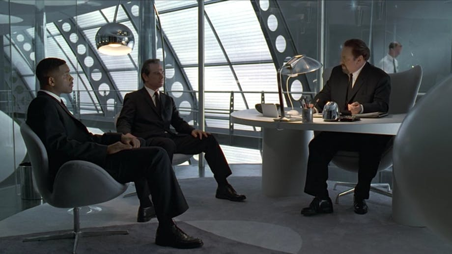 Ægget Svanen Arne Jacobsen Men in Black film Netflix dansk design