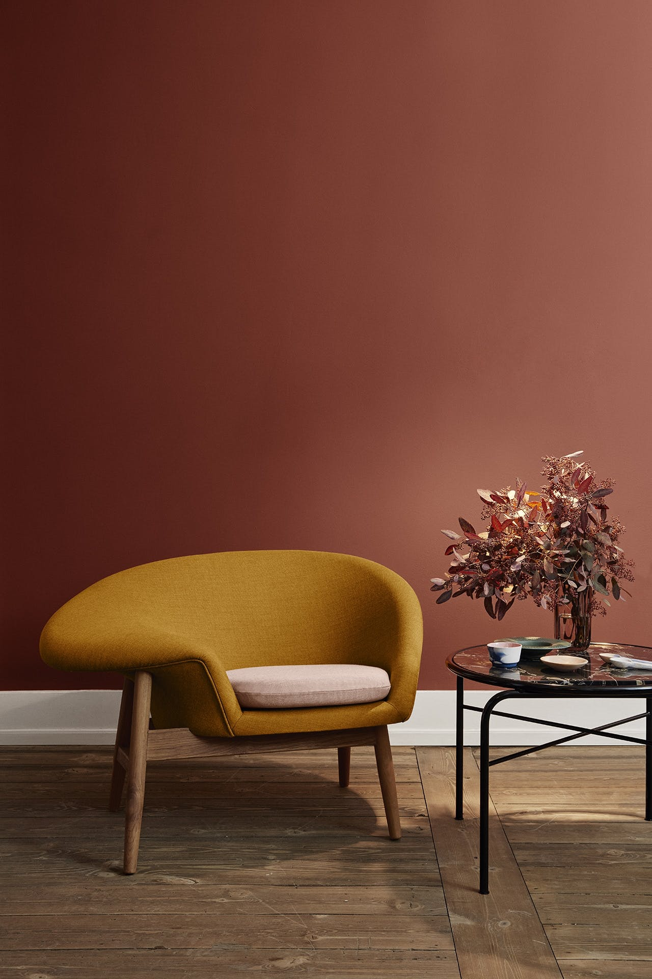 fried egg warm nordic lounge stol nyt brand dansk design