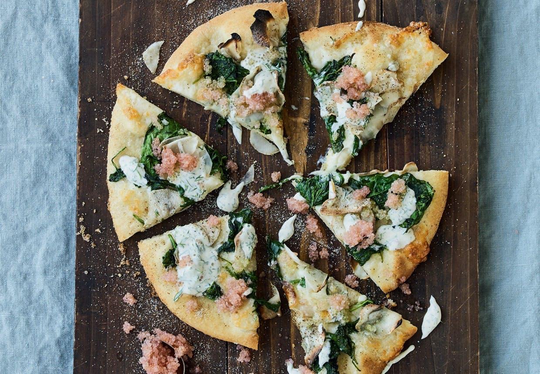pizza opskrift pizza med jordskok og stenbiderrogn hjemmelavet pizza