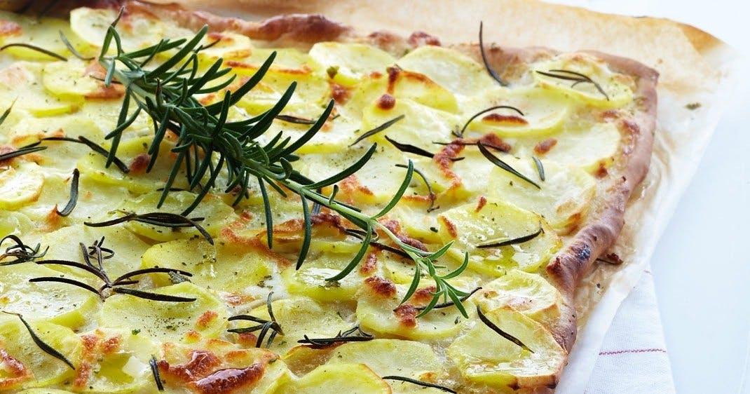 opskrift på kartoffelpizza hjemmelavet pizza pizzaopskrift pizza med kartoffel