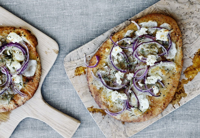pizza opskrift hjemmelavet pizza pizzadej pizzabund pizza med gedeost