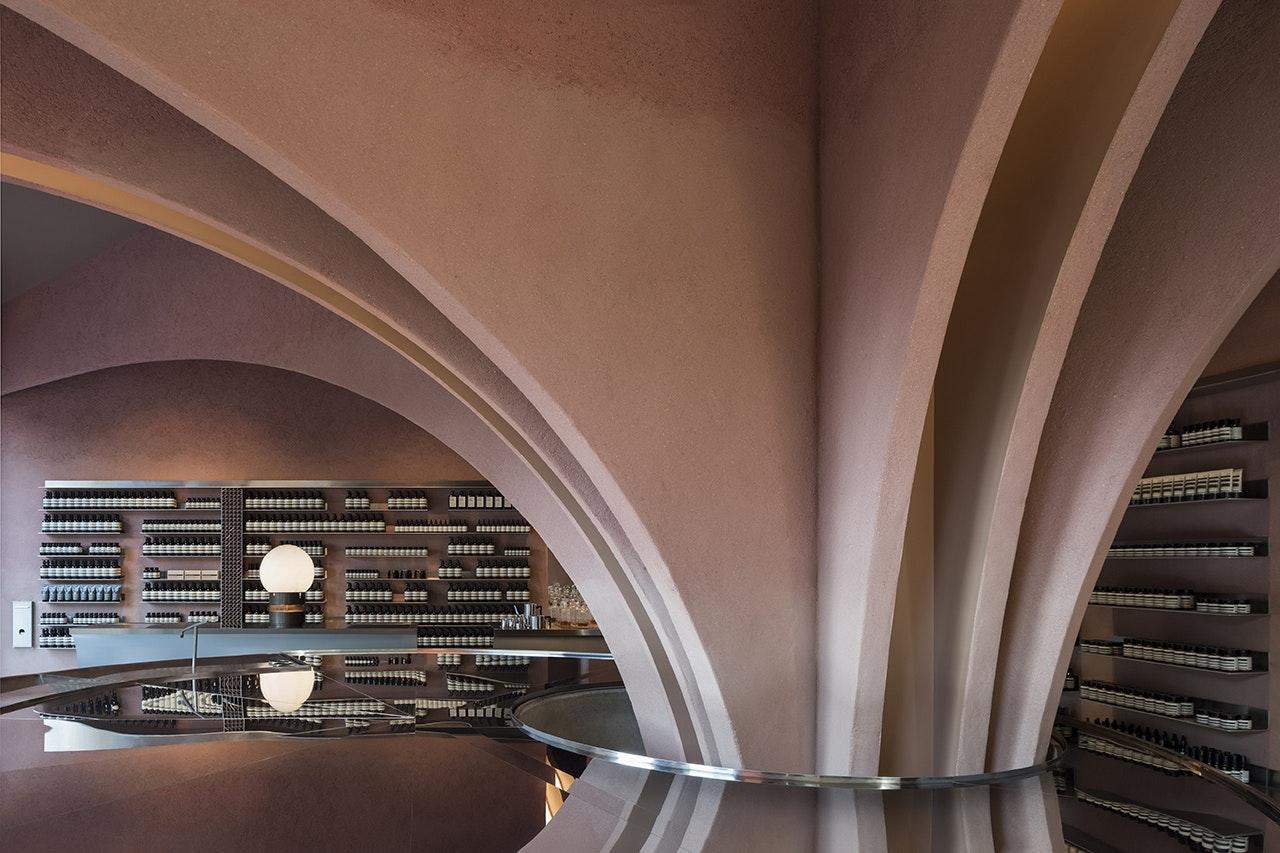Aesop arkitektur showroom butiksinteriør snøhetta chelsea london søjler