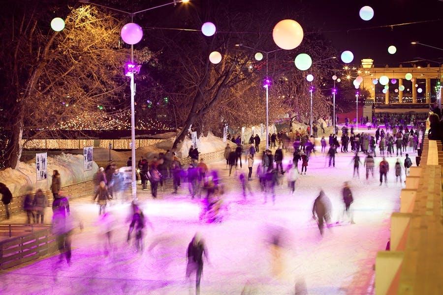 juleferie jule get away jul rejse moskva sne vinter gorky park skøjtebane skøjteløb