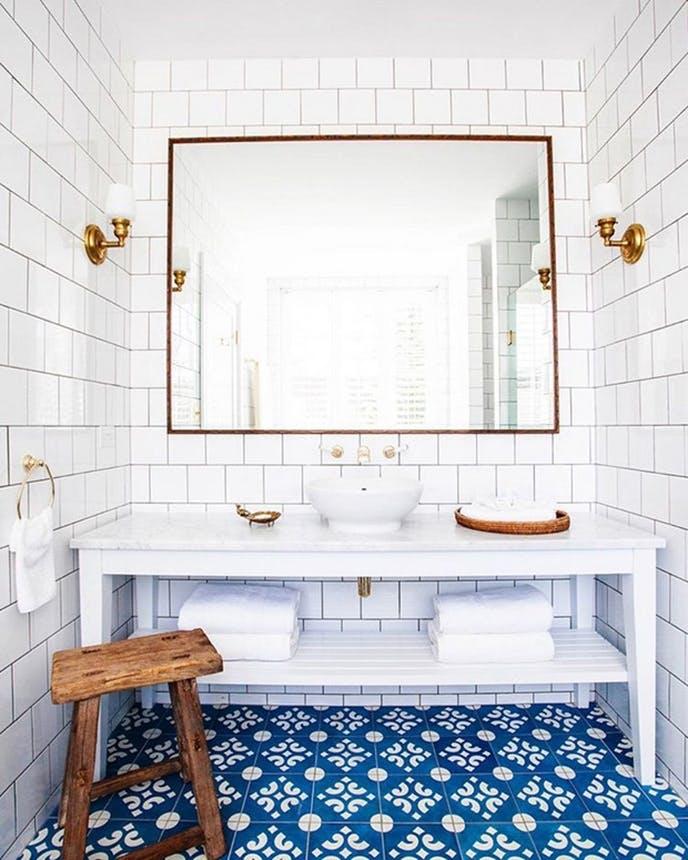 Halcyon House badeværelse med blå mosaik