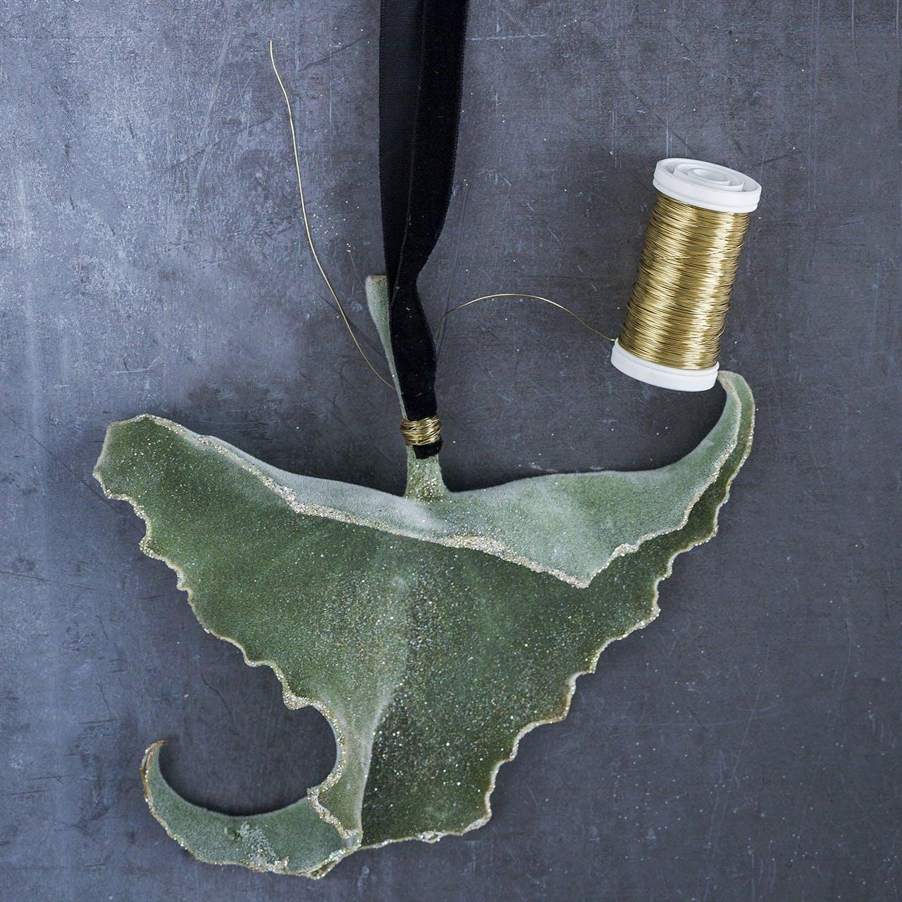annette von einem jul dekoration julepynt blad guldtråd