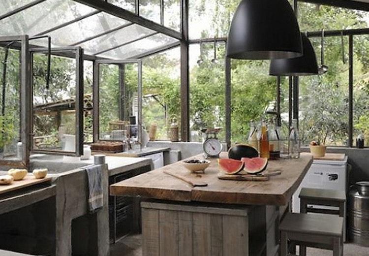 køkken med glasfacade