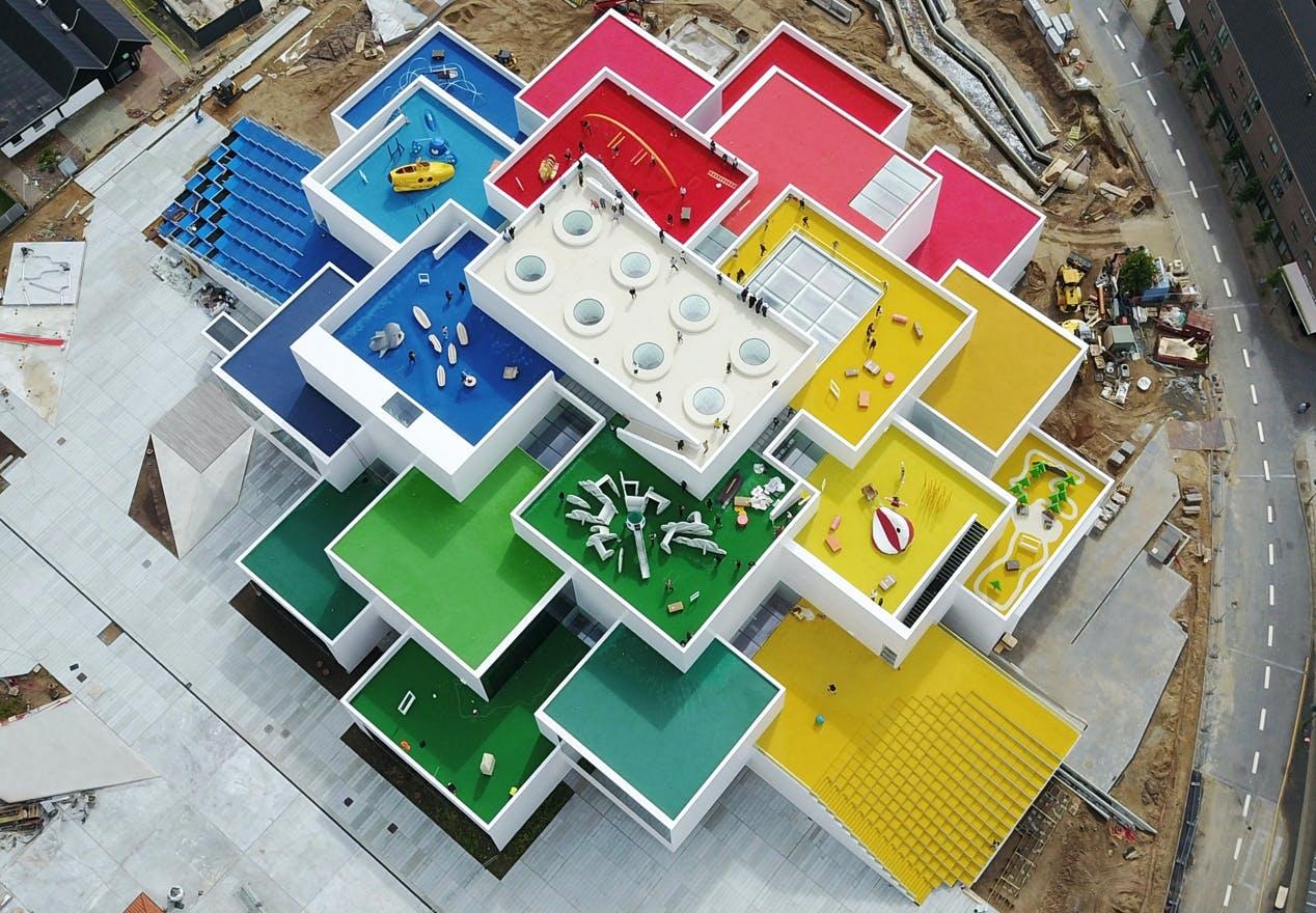 Lego house billund åbning arkitekt