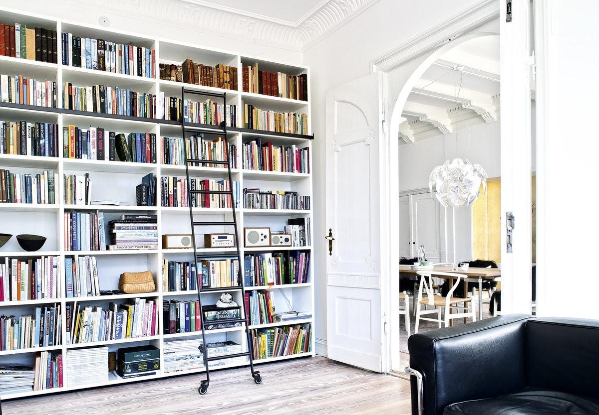 Udestående Design din personlige bogreol-væg | bobedre.dk LL38