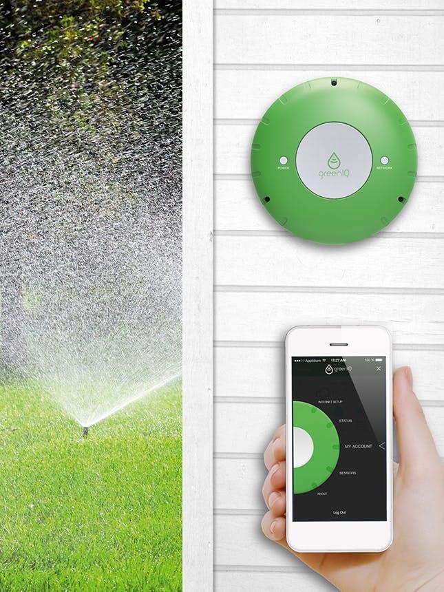 GreenIQ til haven styrer udendørs vandingssystemer og belysningen i haven
