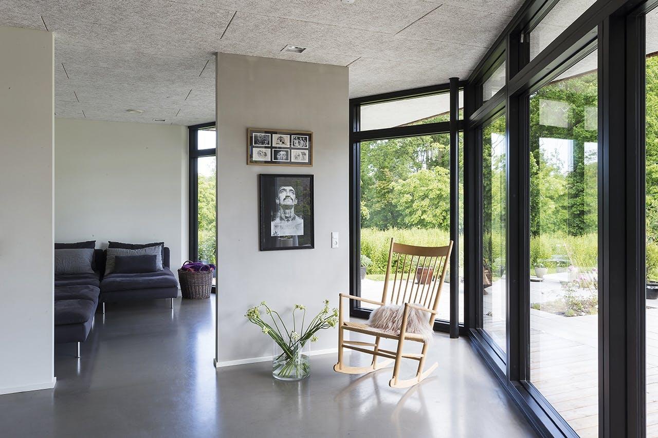 danske boligarkitekter boligreportage gyngestol stue
