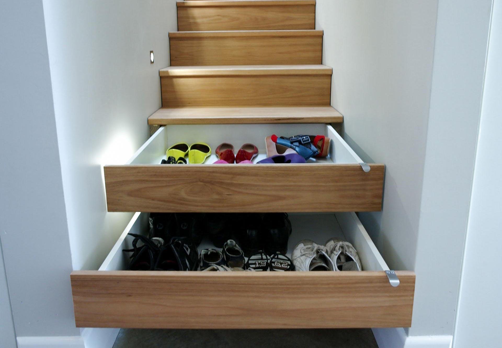 indbyggede skuffer til opbevaring i trappetrin