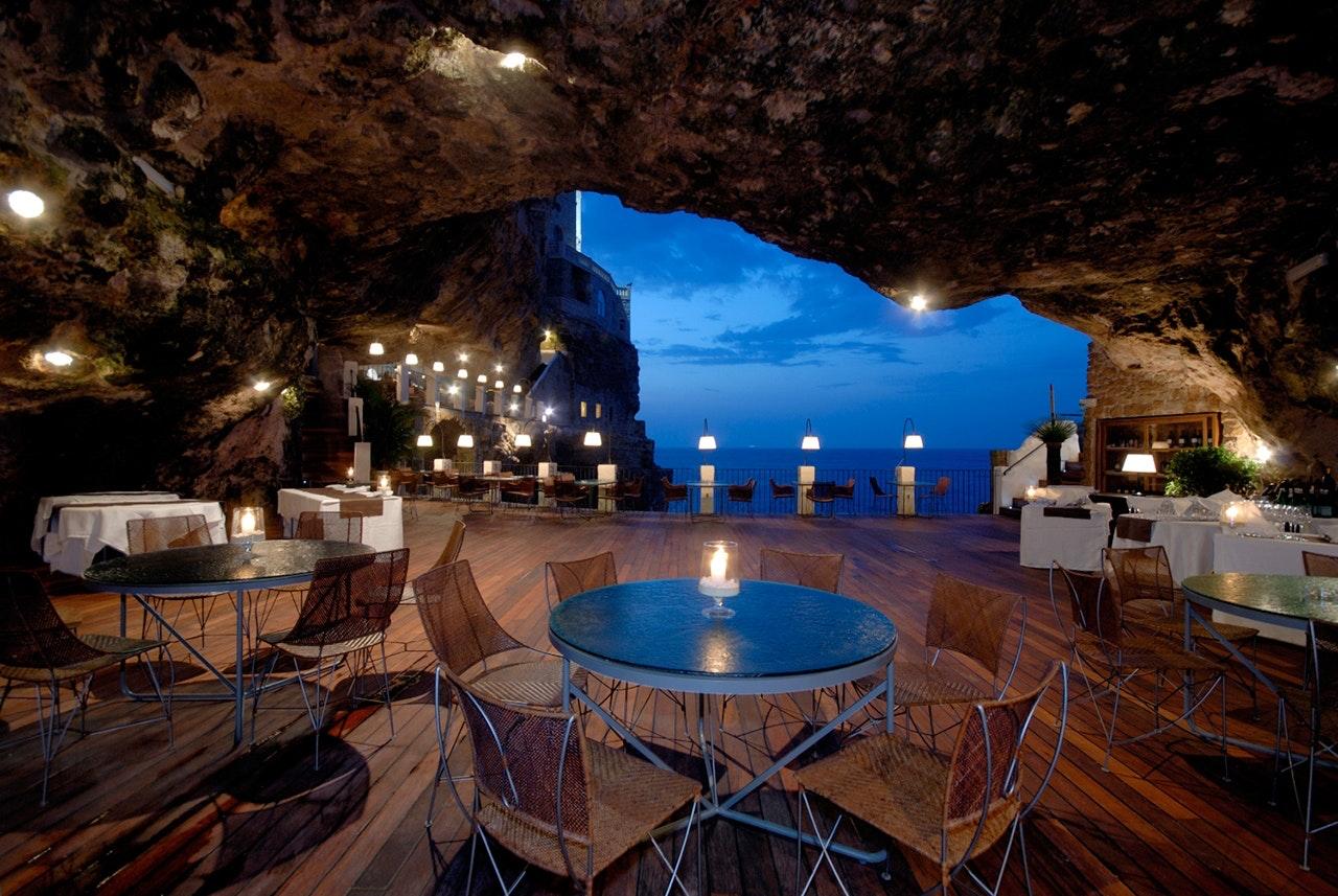 Grotta Palazzese Hotel restaurant inde i en grotte