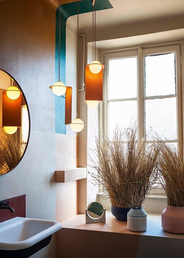 The Visit by Studiopepe farver på badeværelset