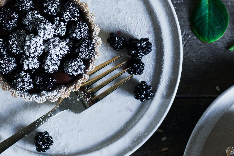 brombærtærte opskrift chokolade blueberry tales