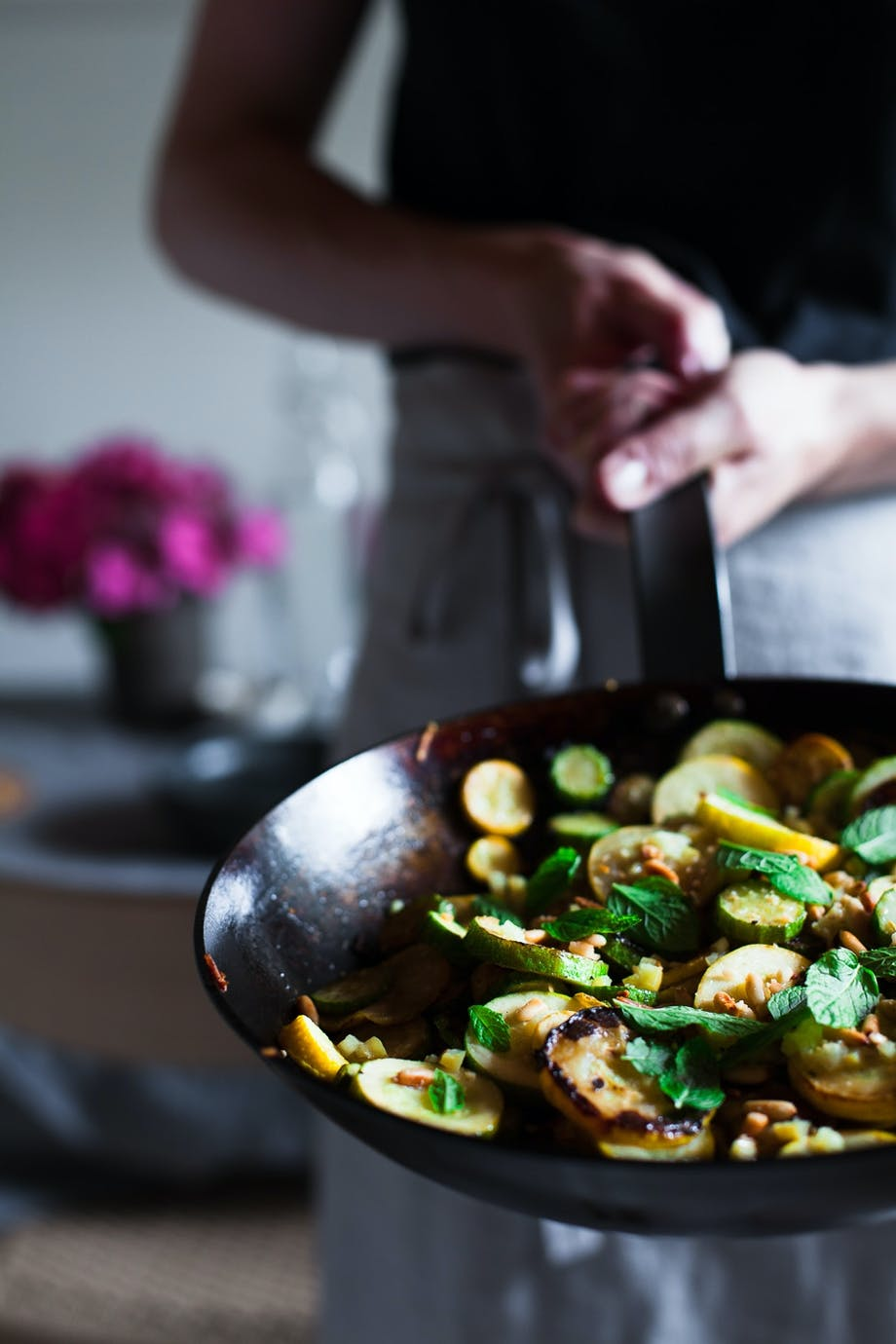 Stegt zucchini med saltede citroner og mynte