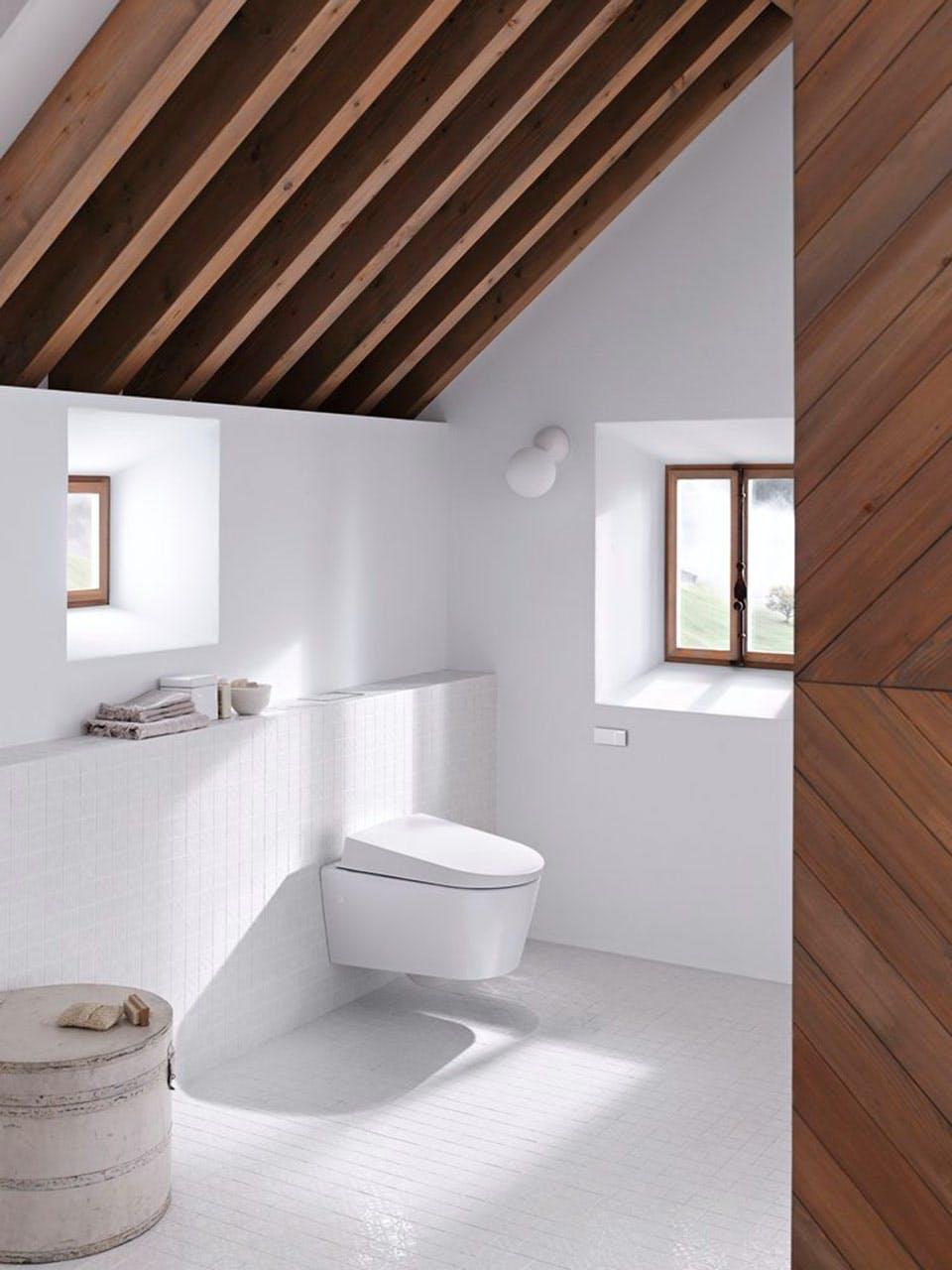 Geberit AquaClean Sela toilet med touchfree skyl betjeningsplade i flot design