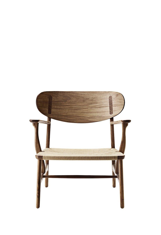 Wegners CH22-stol, der blev sat i produktion i 2016 sammen med CH26-stolen