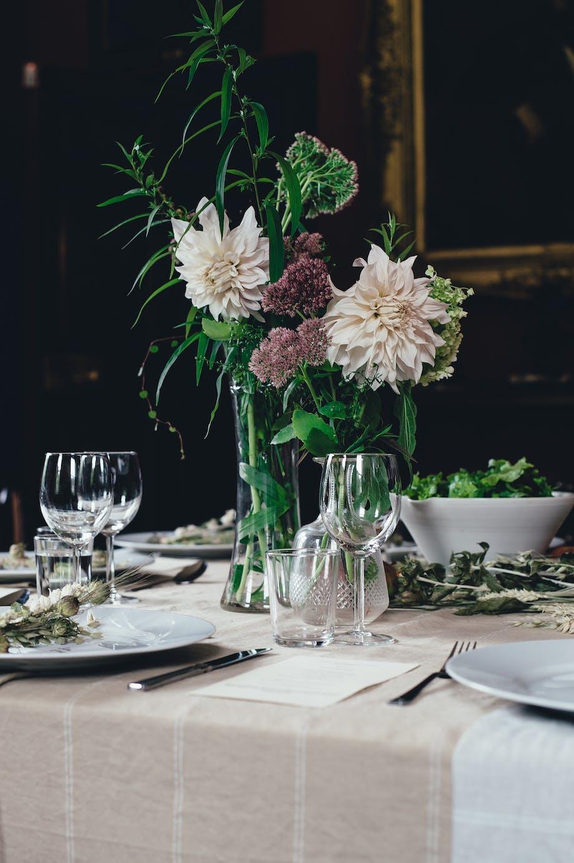 Sådan finder du den rigtige vase til din blomsterbuket